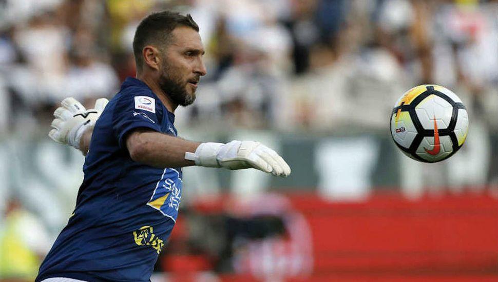 """El arquero juninense Cristian Fernando """"Tigre"""" Muñoz mantiene su vigencia a los 42 años de edad."""