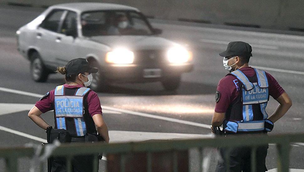 Más de 15 mil detenidos por policías de todo el país por incumplir la cuarentena