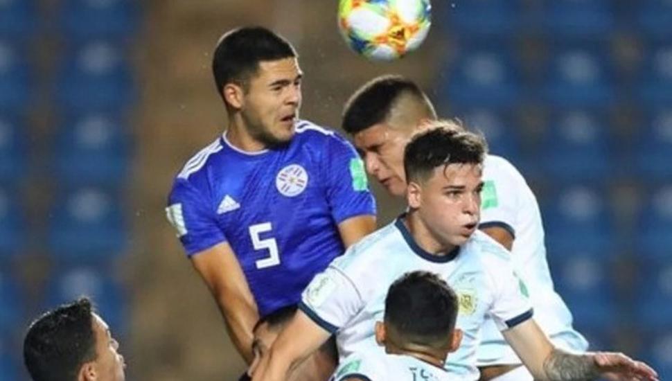 La Selección Argentina no supo mantener la ventaja y perdió 3 a 2 ante Paraguay, quedando eliminada del Mundial Sub-17 de Brasil.