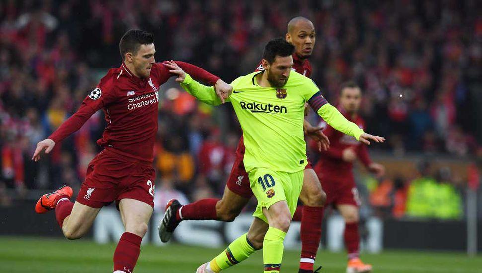 Lionel Messi con el balón, el argentino no tuvo un buen partido.