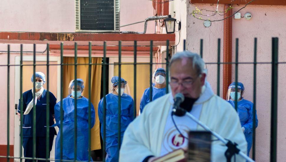 Se realizó una misa en el Hogar Municipal de Ancianos de Vedia.