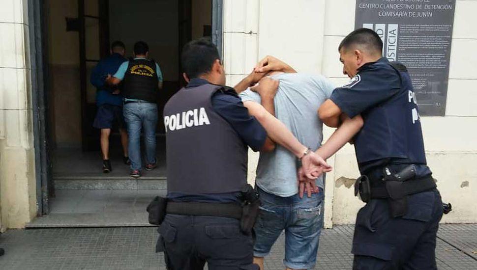 Fue requerida la detención del joven de 18 años.