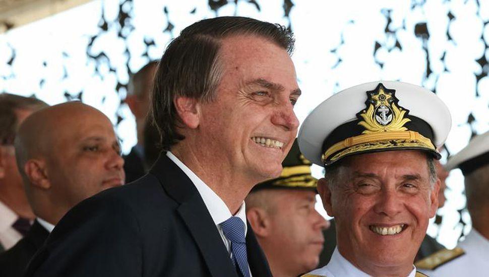 Bolsonaro dijo que la democracia existe si los militares quieren