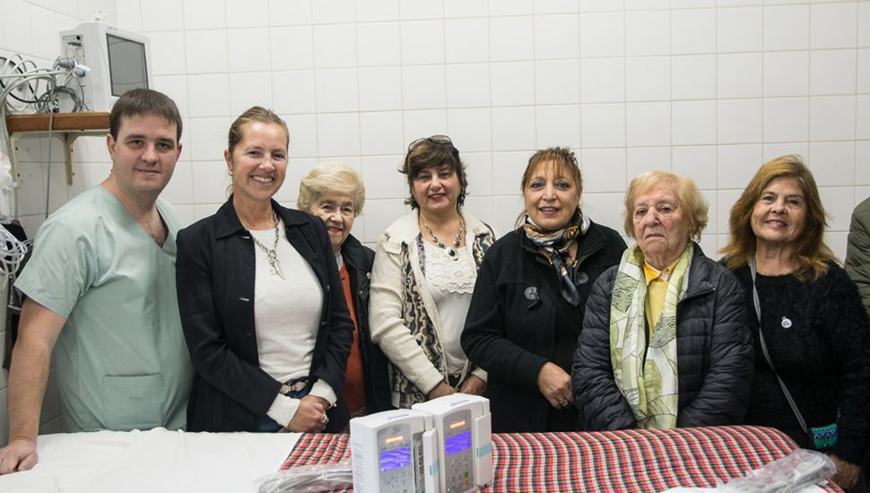 El Rotary Club de General Viamonte entregó, junto a la Asociación Rural, dos bombas de infusión al hospital local.