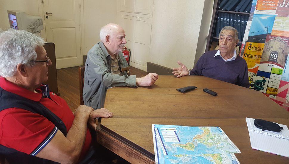 Los últimos jefes ferroviarios, entrevistados por Democracia.