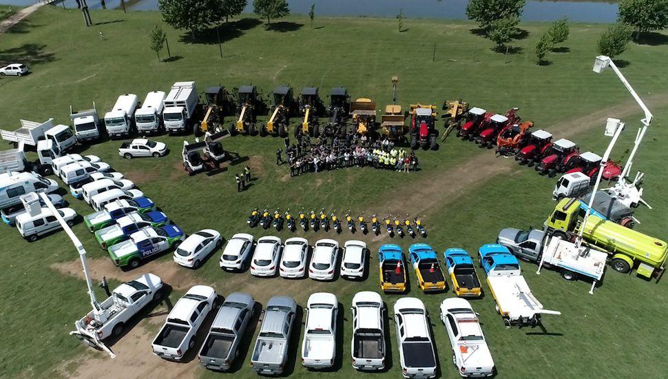 El Municipio exhibió los 87 vehículos cero kilómetro adquiridos en la actual gestión.