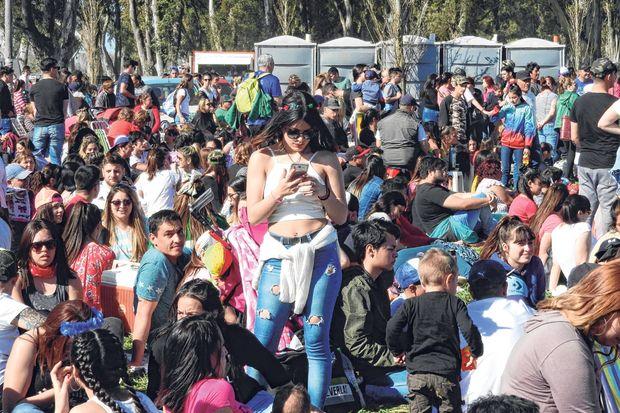 Unas 25 mil personas se hicieron presentes en el Parque Borchex.