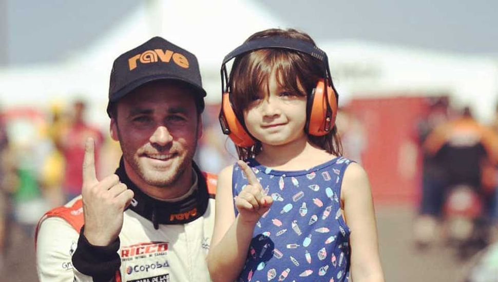 Federico Pérez junto a su pequeña hija.