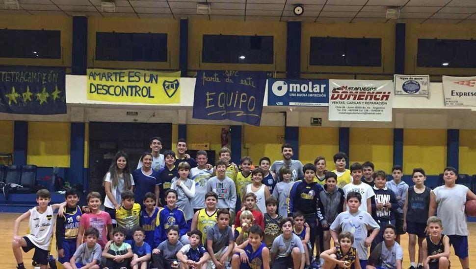 Los participantes de la jornada en el club Los Indios.