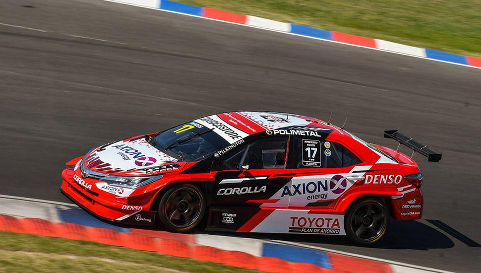 Matías Rossi, con Toyota Corolla.