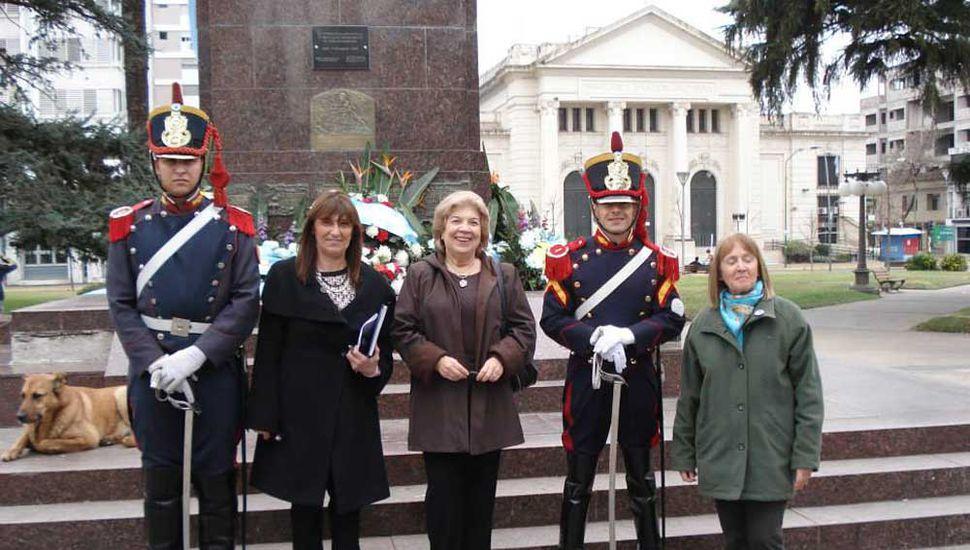 Miembros de la asociación, durante uno de los actos homenaje al General San Martín.