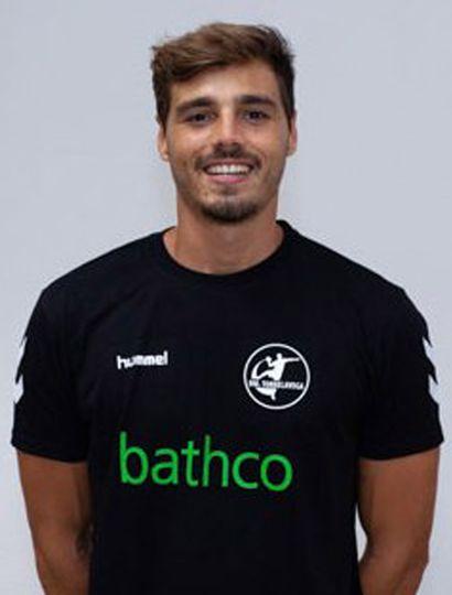 Fabrizio Casanova marcó cuatro goles en el triunfo de su equipo de handball en España, el Bathco BM Torrelavega.