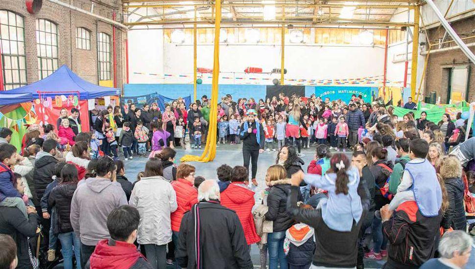 Los niños, docentes y padres asistieron al festejo.