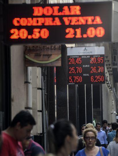 Marcos Peña relativizó la fuerte suba del dólar