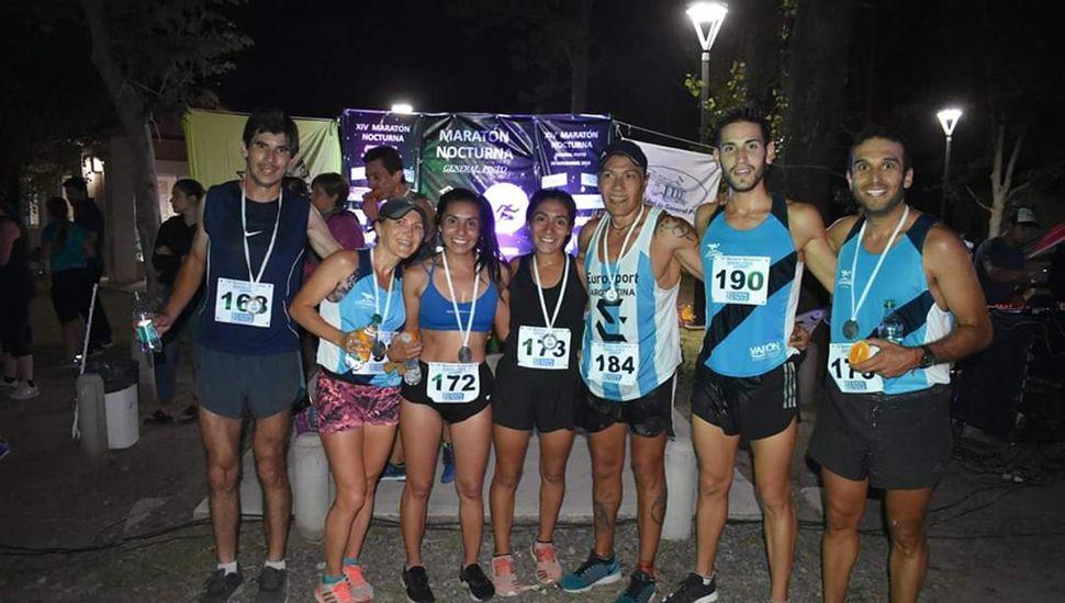 Representantes de Junín que participaron del maratón nocturno disputado en General Pinto