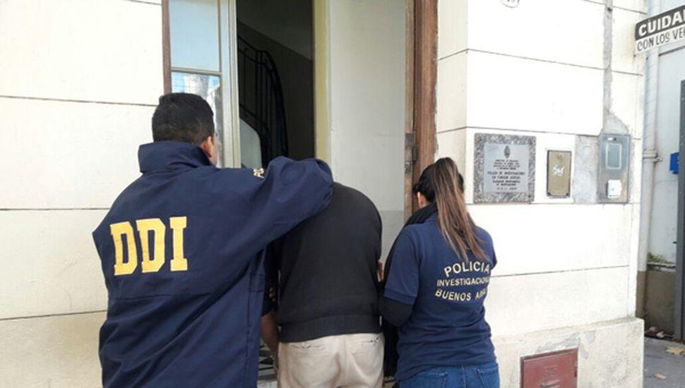 El sujeto imputado por violar a su hijastra es ingresado a la sede de la DDI Central de Junín.