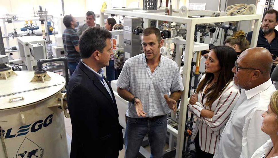 El líder del FR, Sergio Massa, visitó ayer el Instituto Maiztegui.