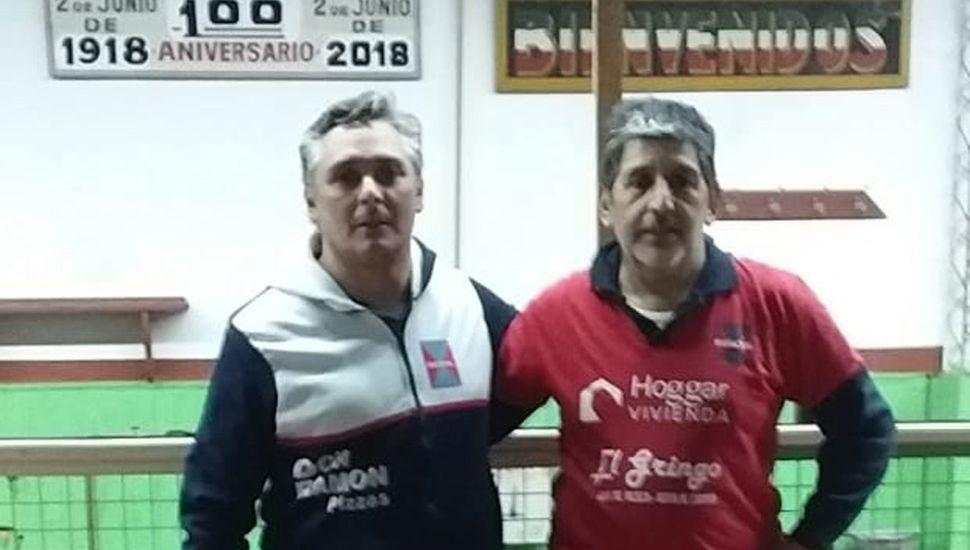 Carlos Luque (derecha) ganó el selectivo de bochas de segunda categoría, al imponerse en la final a Cristian Raimundo, por 15 a 10.