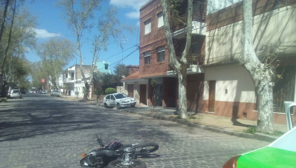 Chocaron moto y auto