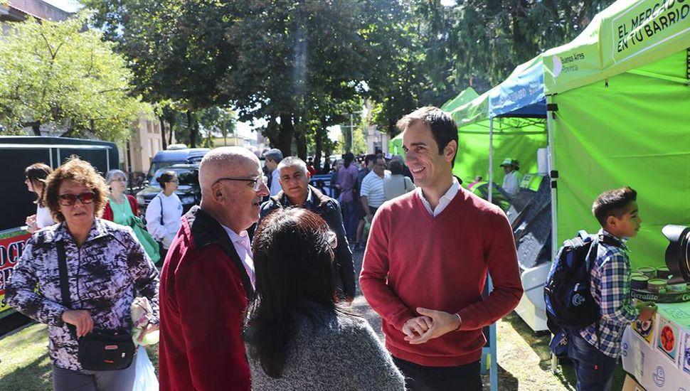 """Gran cantidad de vecinos en la primera edición del """"Mercado en tu Barrio"""""""