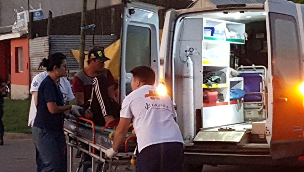 El motociclista fue trasladado en ambulancia.