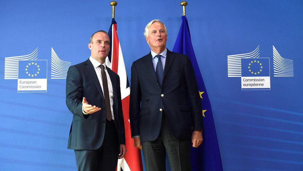 Se reanudan las negociaciones del Brexit con peligro de desacuerdo