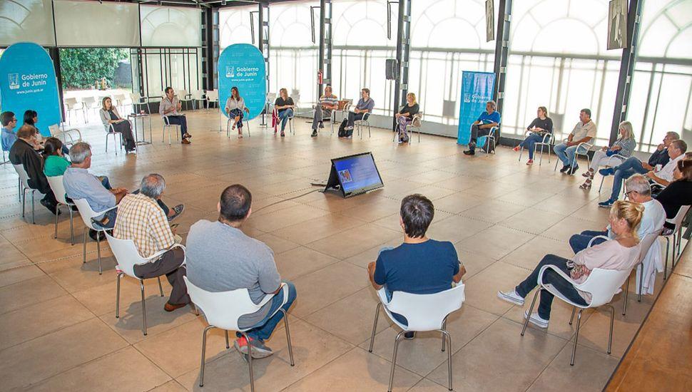 Última reunión de la Mesa Social, el viernes, en el Salón de la Democracia Argentina de la Unnoba.