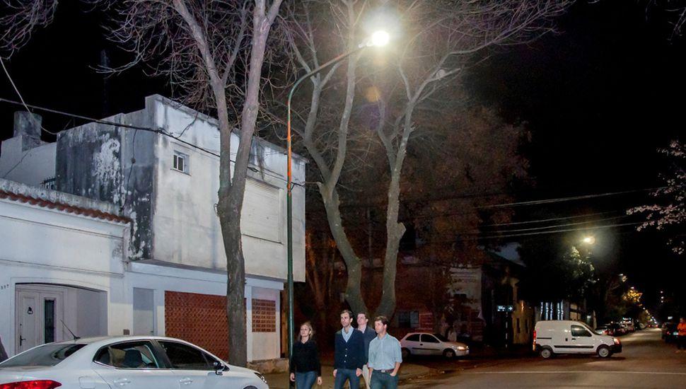 El municipio lleva a cabo la reconversión lumínica en la ciudad.