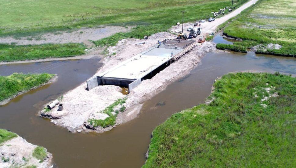 Terminaron la parte superior del puente del arroyo Saladillo