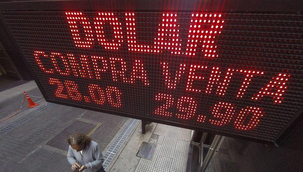 El precio del dólar se dispara a 29,66 pesos