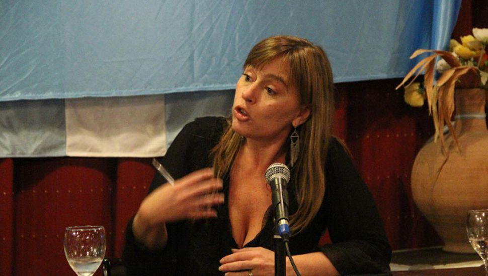 La ex diputada nacional Julia Di Tullio desembarcó en la Defensoría del Pueblo,  promovida por Insaurralde, dicen que fue a pedido de Cristina.