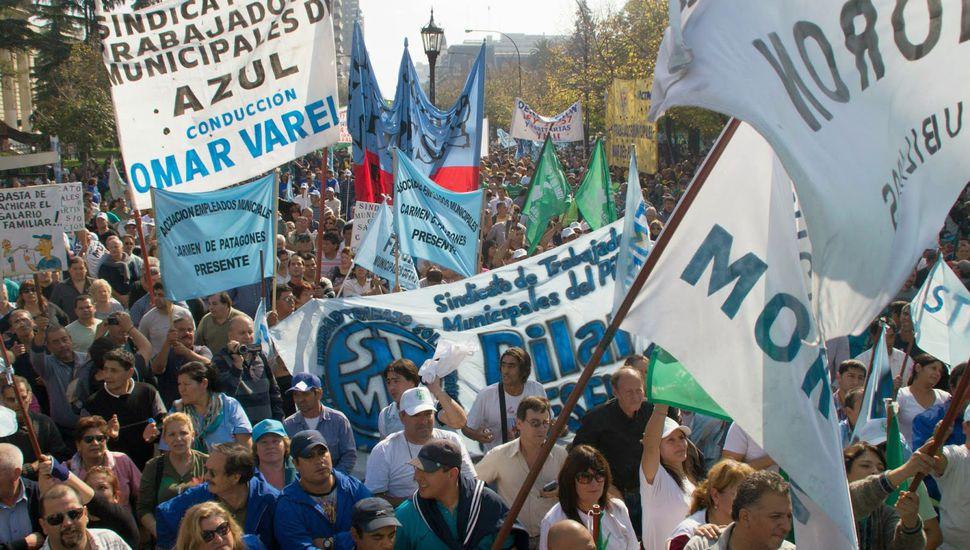 Intendentes peronistas desafían  a Vidal con aumentos salariales