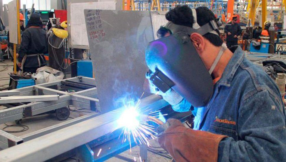 La actividad industrial bajó un 0,9% en mayo, después de 12 subas
