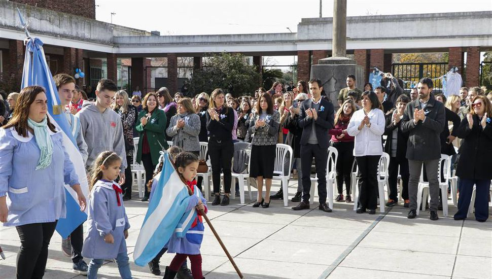 Emotivo acto por el Día de la Bandera