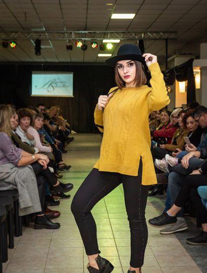 Se lucieron sweaters, camisolas, sombreros, accesorios en cuero, ponchos, vestidos, remeras y ruanas.