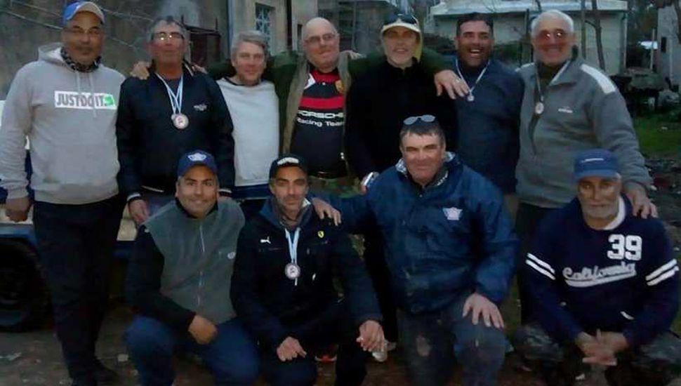 Los integrantes de la delegación de CCJ fueron recibidos por otros pescadores locales a su regreso del provincial.