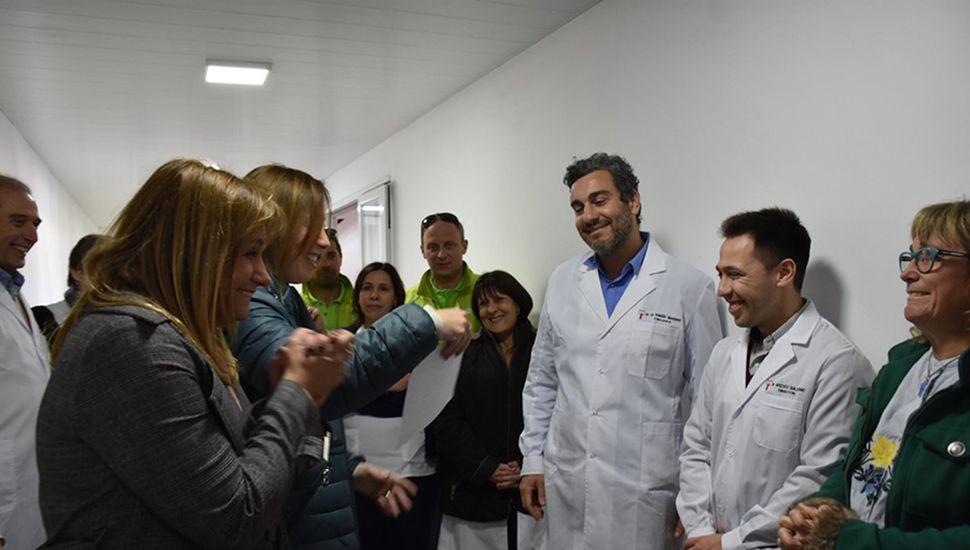 La Gobernadora y la Intendente junto a autoridades de la Salud en Arenales.