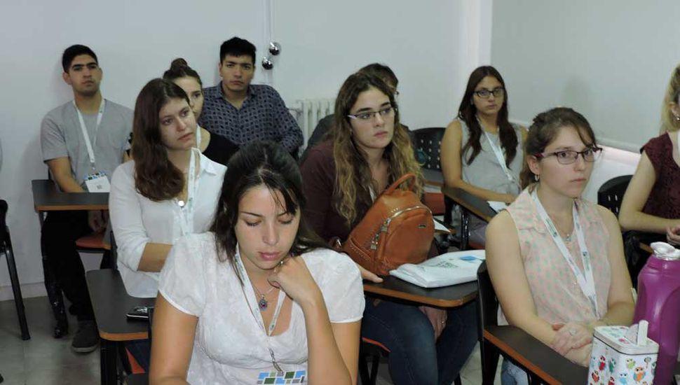 Variada oferta de cursos de idiomas en la Unnoba.
