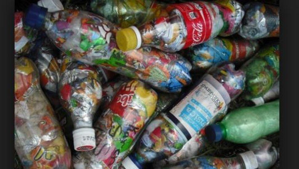 Las 4000 botellas amor que se hicieron en Arenales ya están rumbo a Bernal
