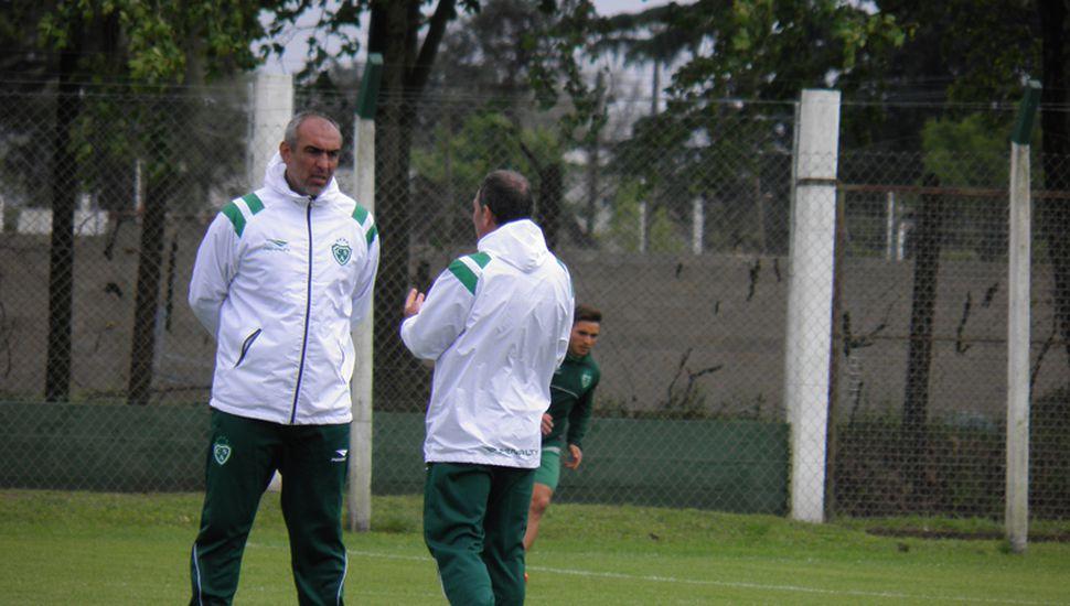 El DT de Sarmiento, Iván Delfino, realizará varios cambios.