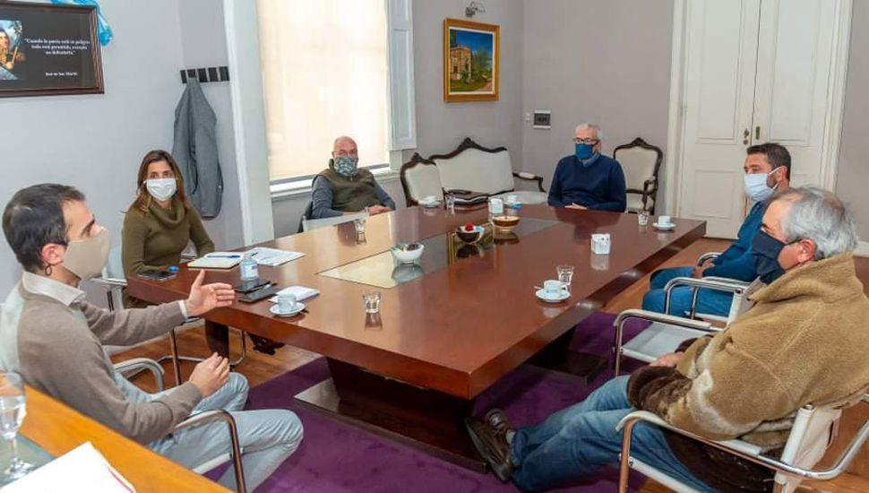El intendente Petrecca acompañó el pedido para la reactivación de la pesca.