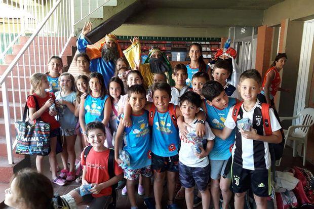 La colonia del Club Junín  festejó cumpleaños y recibió  la visita de los Reyes Magos