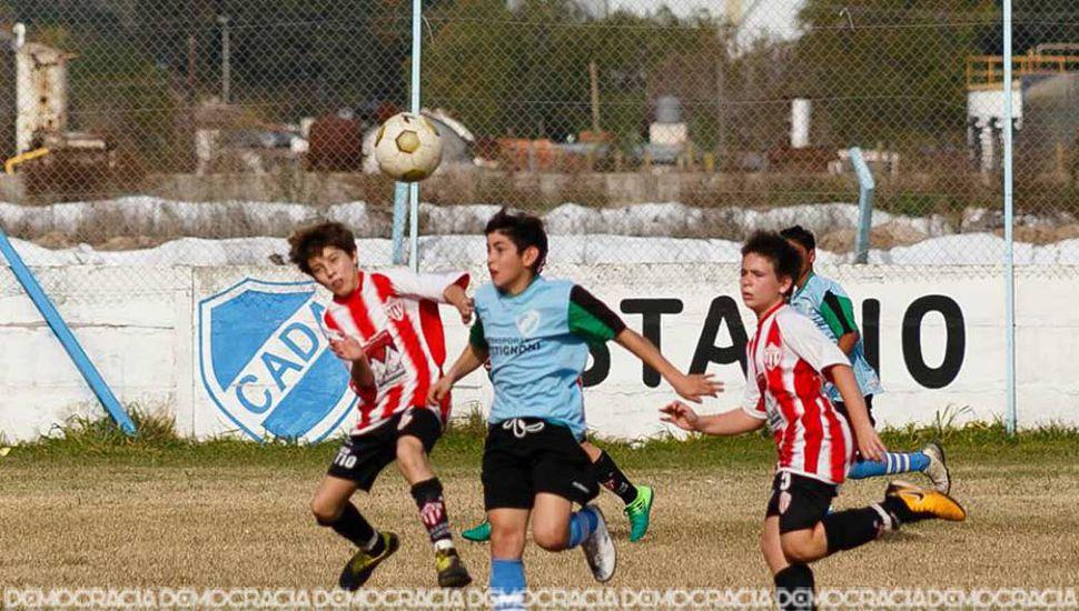 En octava, Rivadavia (L) venció a Defensa por 2 a 1 (Foto del Facebook Defensa Argentina - Página de el Hincha).