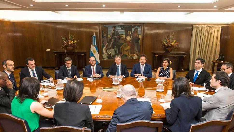 Las autoridades económicas se reunieron con la delegación del FMI.