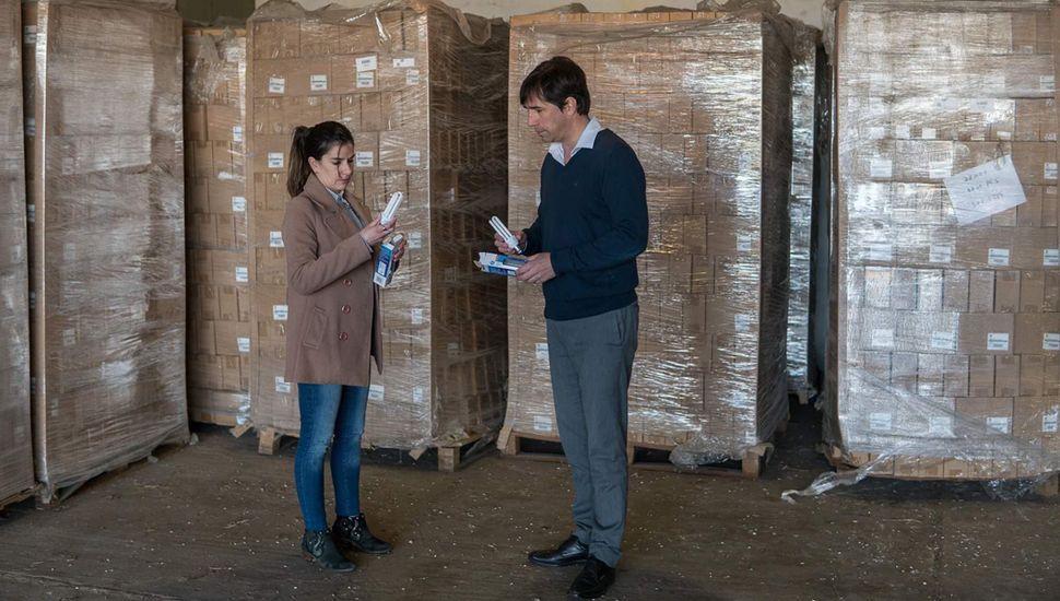 Viamonte recibió cien mil lámparas bajo consumo.