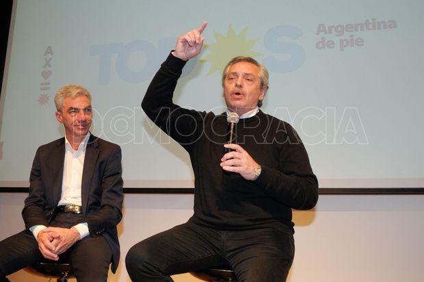 Alberto Fernández encabezó el acto en el Salón de la Democracia de la Unnoba y aseguró que pondrá en marcha la economía.