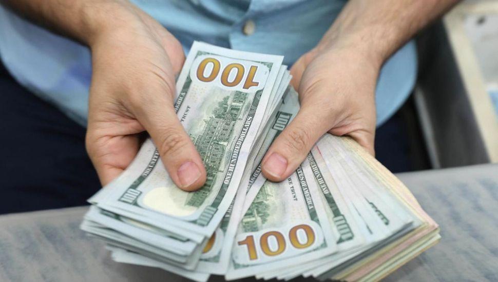 El dólar blue no tiene techo y se acerca a los $140