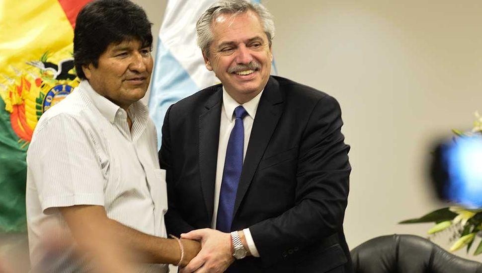 "Alberto Fernández aseguró que ""sería un orgullo recibir a Evo Morales"""