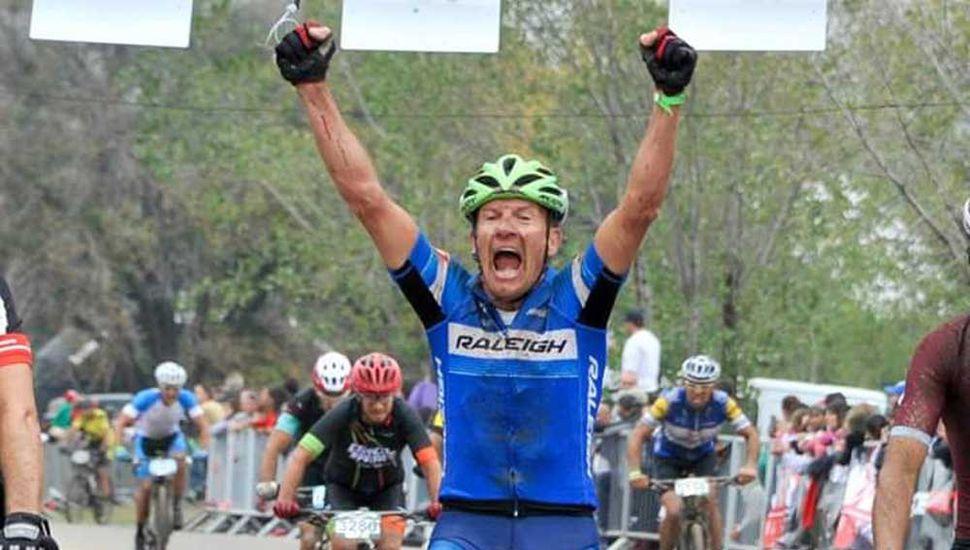 """Gustavo """"Lito"""" Ruiz tiene 47 años y hace nueve que comenzó a practicar ciclismo."""