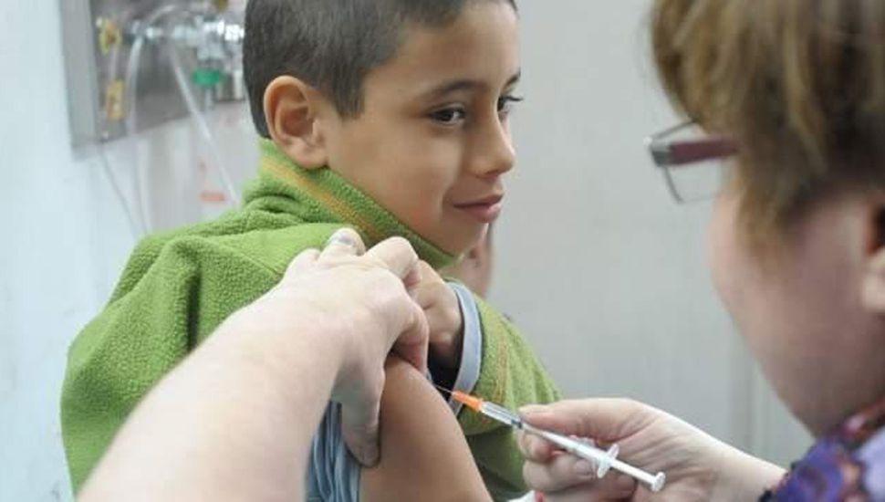 Los chicos bonaerenses deberán recibir la vacuna antimeningocócica.